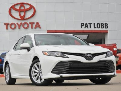 2018 Toyota Camry le (white)