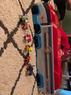 Paw Patrol vehicle and figures