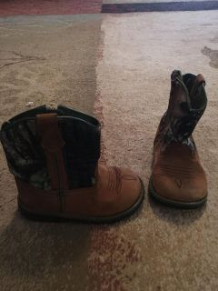 Faded glory 6 camo boots - ppu (near old chemstrand & 29) or PU @ the Marcus Pointe Thrift Store (on W st)