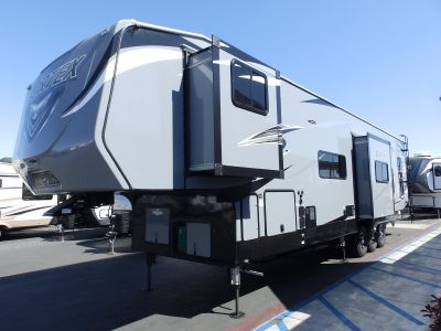 2019 Genesis Supreme VORTEX 4025V, 2 SLIDES, ELECTRIC DINETTE, 3 A/C'S, RESIDENTIAL PACKAGE, 320 WATT SOLAR PANELS, ARCTIC PACKAGE, RAMP DOOR PLAYPEN, HYDRAULIC LEVELERS