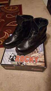 Duty boots