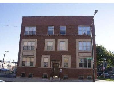 2 Bed 2 Bath Foreclosure Property in Chicago, IL 60624 - S Central Park Ave Unit G