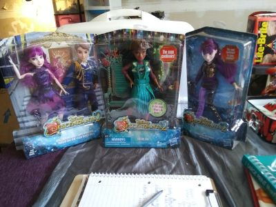 Descendants2 Dolls New in Boxes