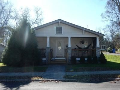 3 Bed 2 Bath Preforeclosure Property in Hendersonville, NC 28739 - 1st Ave W