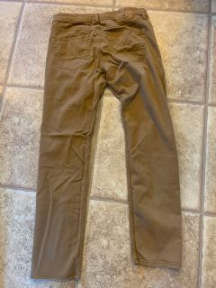 Hollister skinny jean material khakis. GREAT condition, just wrinkled. Sz 30x32