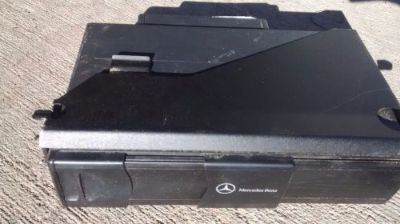 Sell 03-09 MERCEDES W209 CLK500 ETC CD CHANGER AND MAGAZINE 2038209089 MODEL motorcycle in Lilburn, Georgia, United States