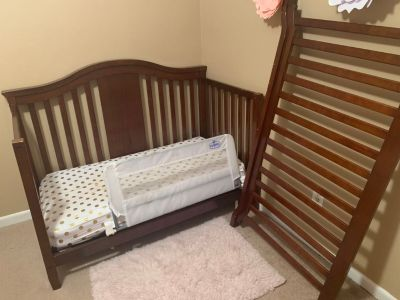 Baby crib that converts to a toddler bed