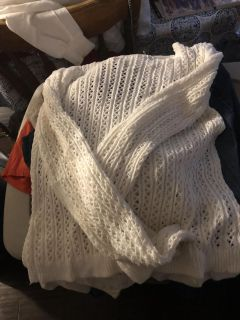 White sweater like new condition barely worn