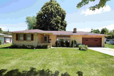 1116 N Huron Dr Janesville, Well cared for BRICK Three BR
