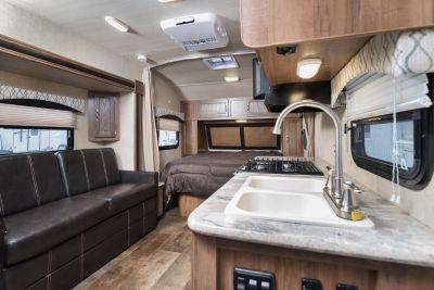 2019 Vista Cruiser 19CSK - LIGHTWEIGHT CAMPER! 3,442 lbs.!!
