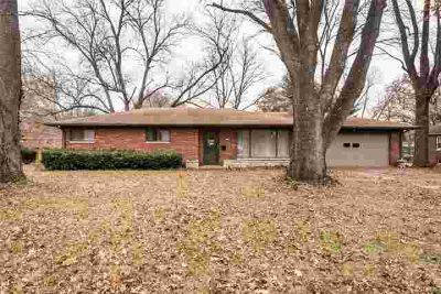 5 Lindenwood Drive Swansea Three BR, This brick home with a full