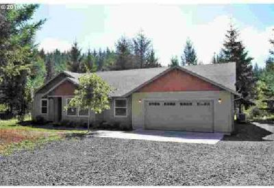 43558 SE Tress Trail Rd Sandy Three BR, Secluded newer home on