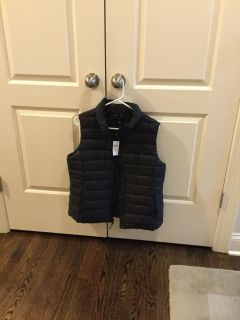 Gap black quilted puffy soft warm vest NWT