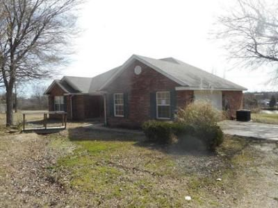 3 Bed 2.0 Bath Foreclosure Property in Muldrow, OK 74948 - SE 12th St