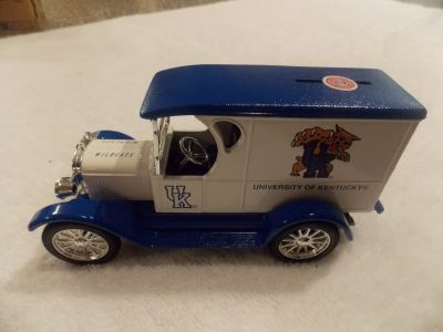 Ertl 1923 Chevy Univ. of Ky. Collectors Bank