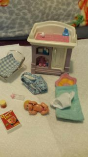 Vintage barbie baby with changing table, a backpack to catty the baby and other accessories.