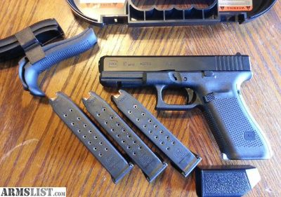 For Sale: Glock 17 GEN 5 GEN5 9mm NEW MODEL. 3 (17) ROUND MAGS