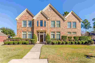 8102 Whirlaway Elm Drive Humble Five BR, TEXAS SIZE Perry Home