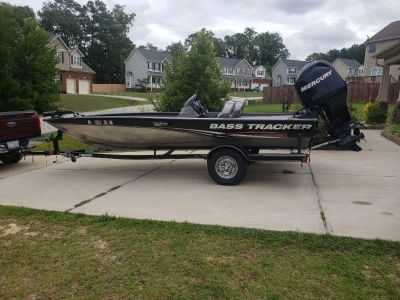 Tracker Pro  Team 190 Bass Boat