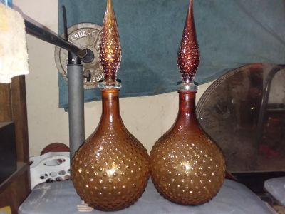 Matching decanters