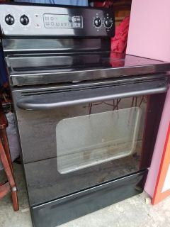 GE / Black Ceramic Top Electric Stove