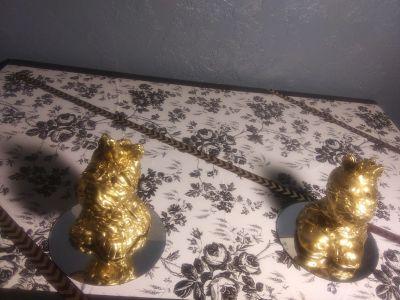 Golden unicorn figurines