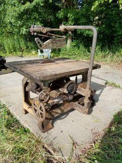 VINTAGE CRESCENT MACHINE COMPANY TABLE SAW
