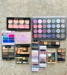 Eyeshadow palette LOT