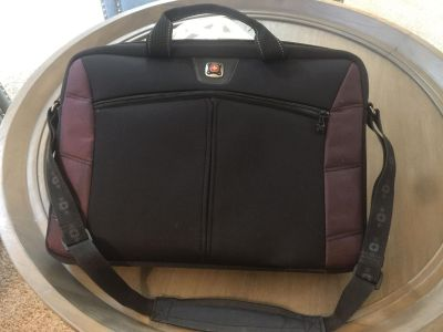 Soft padded laptop carrying case