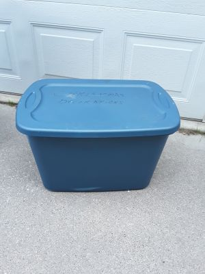 Sterlite 18 gallon tote with lid