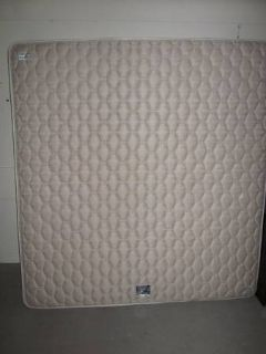 EXCELLENT CONDITION KING SIZE SERTA PERFECT SLEEPERS