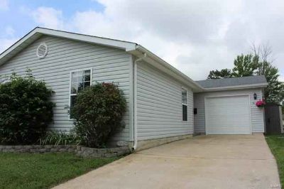 513 South 1st Pacific Three BR, Move in Condition!