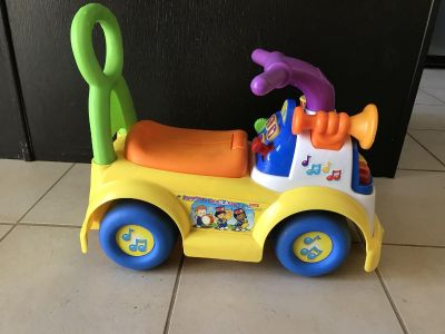 Ride on toy with sounds works and clean