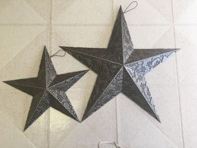 Set of 2 metal stars 18 and 11 inches