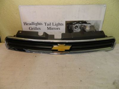 Find CHEVROLET IMPALA 2006-2012 UPPER OEM GRILLE W/ EMBLEM motorcycle in Rockford, Michigan, United States, for US $45.55