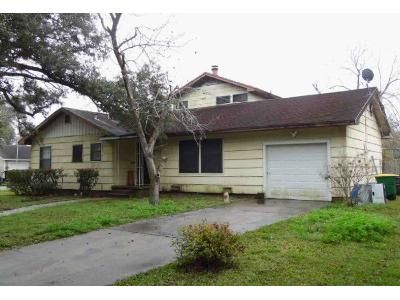 4 Bed 3 Bath Foreclosure Property in Victoria, TX 77901 - E Warren Ave
