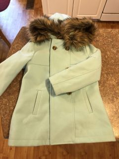 Perfect condition aqua/mint colored winter coat with detachable hood size 7/8