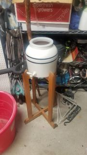 ceramic 5gallon water base and oak stand.