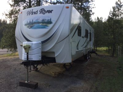 2011 Wind River 2702BS travel trailer