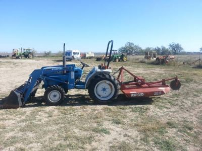Ford 1715 Tractor w Implements