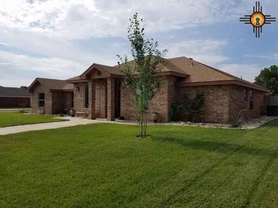2317 Northglen Dr. CLOVIS Four BR, This warm and inviting home