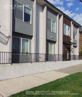 Gorgeous Townhouse Style 2-Bed Minutes from Downtown!