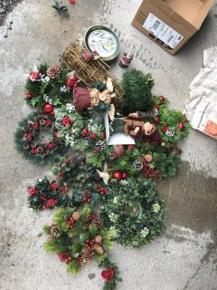 Christmas decor $5.00 for all the box pick up in Gallatin