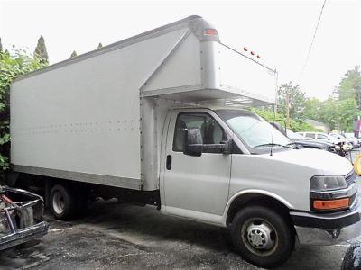 2012 Chevrolet Express 4500 4500 (Summit White)