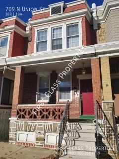 Recently renovated 3 BD/1 BA Row Home