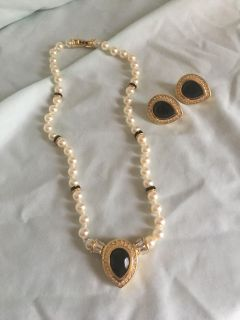 Vintage Pearl / Black Onyx Necklace And Earrings