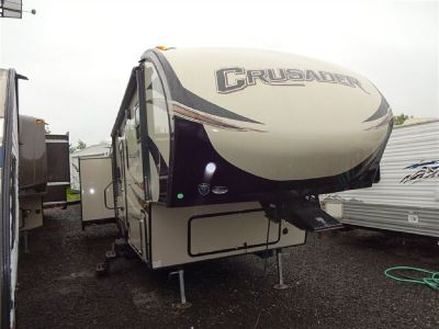 2017 Crusader 30BH Double Bunks Double Slide 1.5 Bat 4-Door Sedan