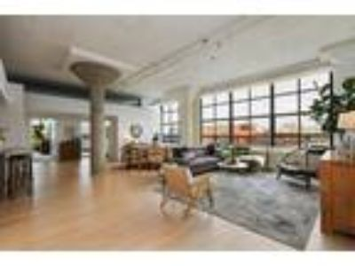 Sprawling Top-Floor Corner Loft at the Emeryville Warehouse
