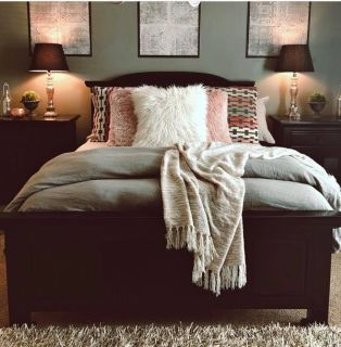 Queen Bed and 2 night stands