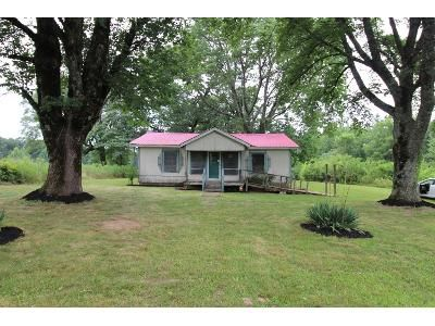 2 Bed 1 Bath Foreclosure Property in Woodville, AL 35776 - Co Rd 17